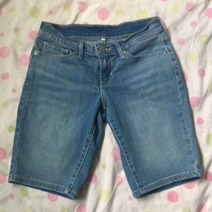 LEVI STRAUSS & CO. BERMUDA SHORTS